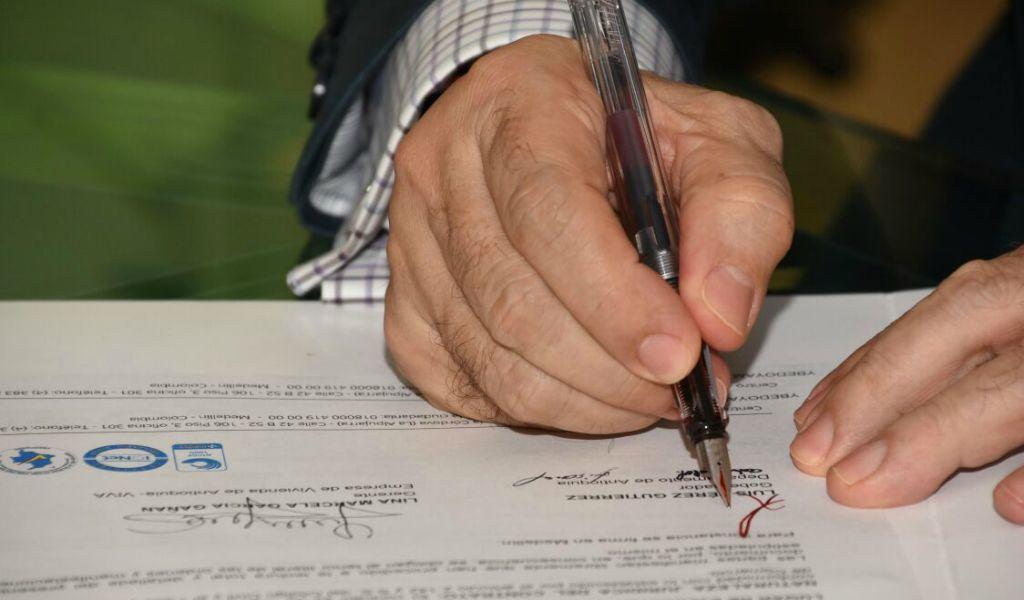 Firma Gobernador