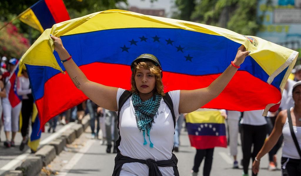 Embajador de Venezuela niega violaciones a la Constitución