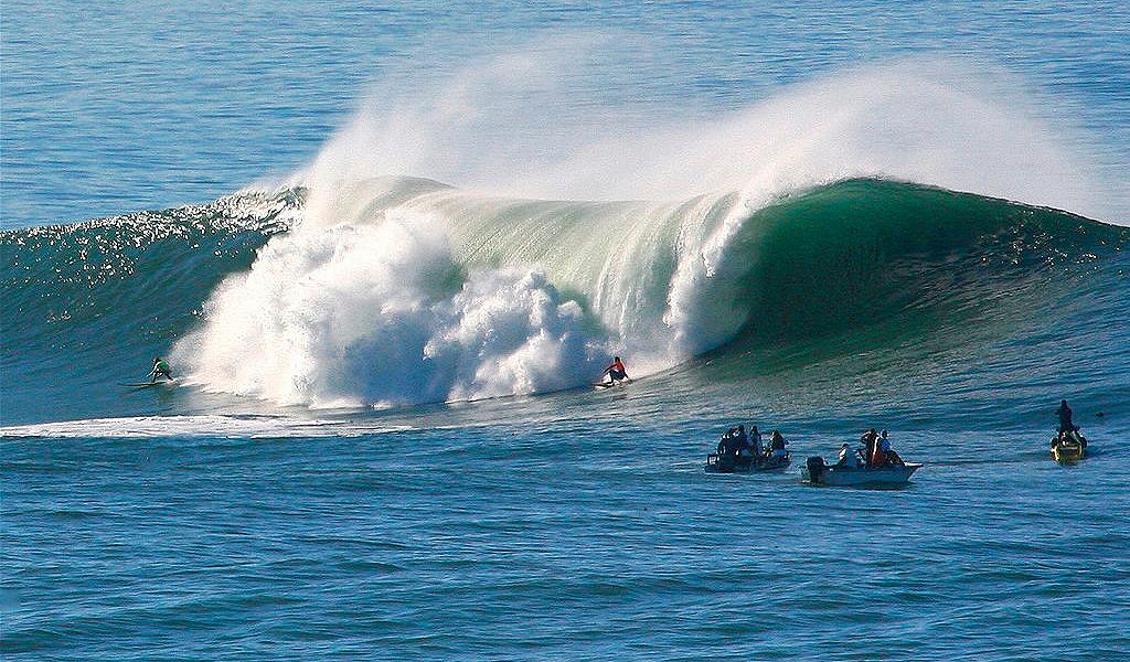 Un grupo de mujeres desafió las olas más peligrosas del mundo