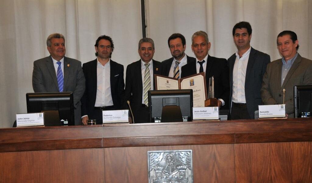 Rueda fue condecorado por el Concejo de Medellín