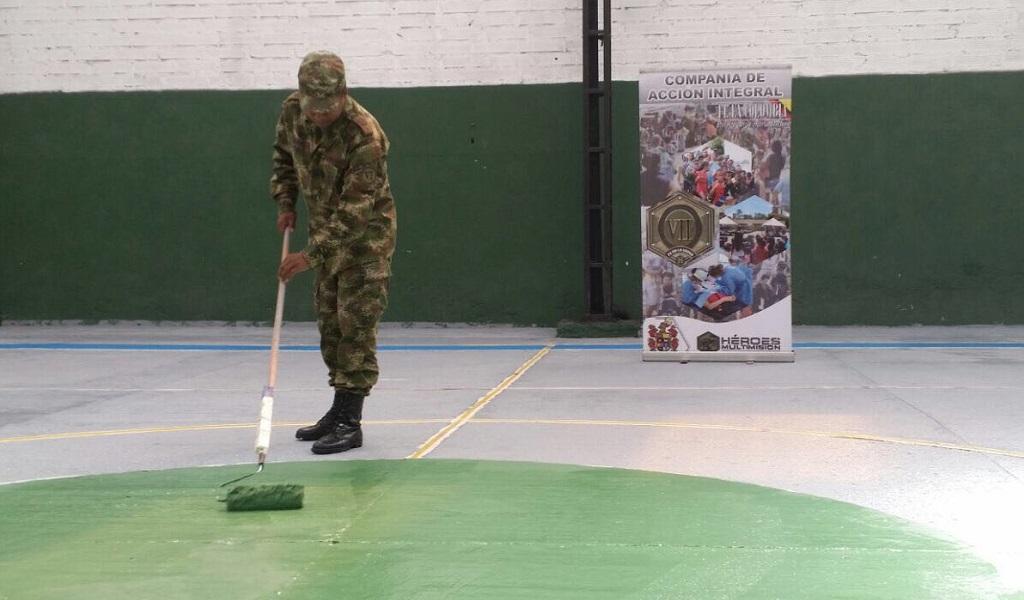 Ejército pintando canchas1