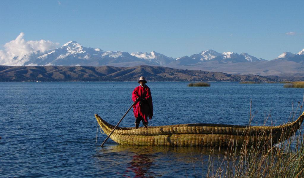 Recolectan 100 toneladas de basura del lago Titicaca