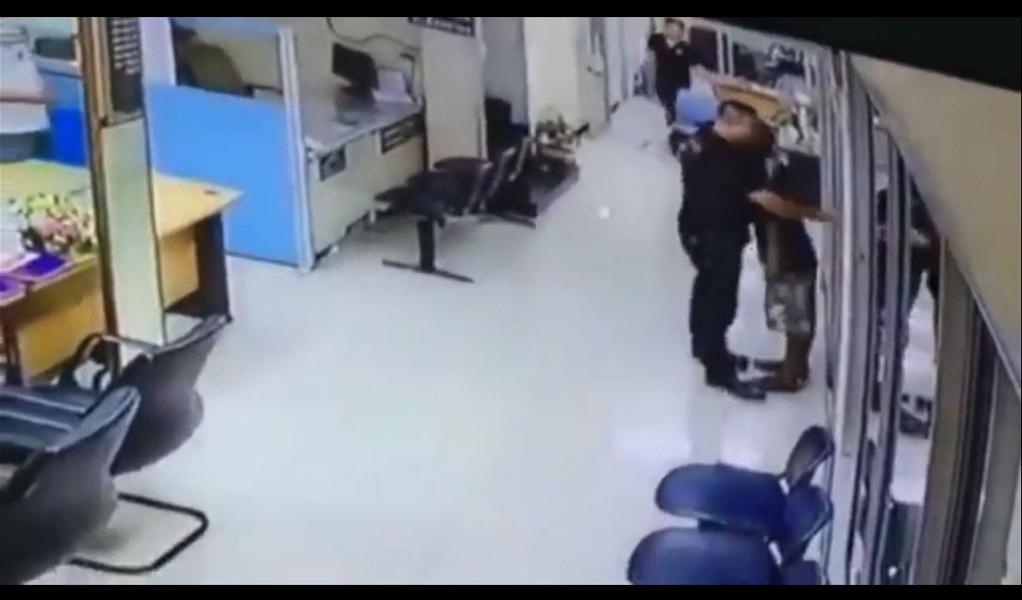 Con un abrazo policía detiene un robo