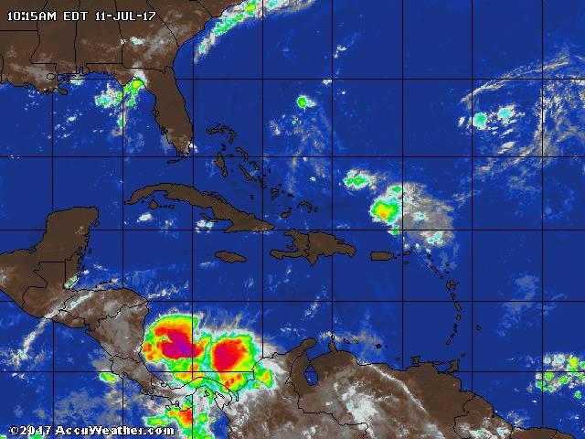 Onda tropical deja inundaciones en San Andrés