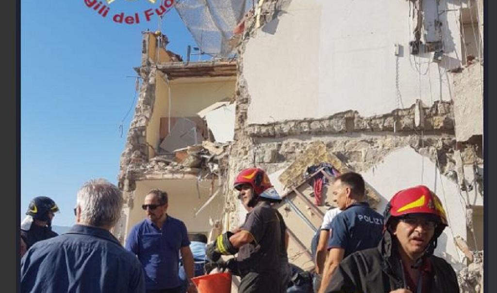 Ocho desaparecidos al derrumbarse un edificio en Italia