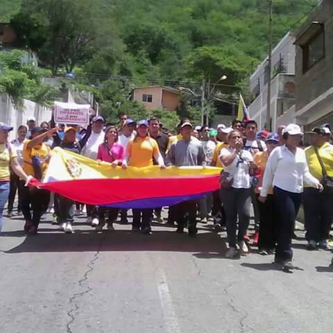 Venezolanos se movilizan en respaldo a la Fiscal General