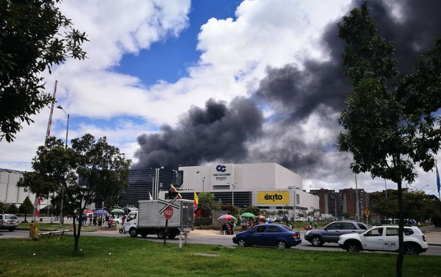 Incendio en inmediaciones a Gran Estación en Bogotá