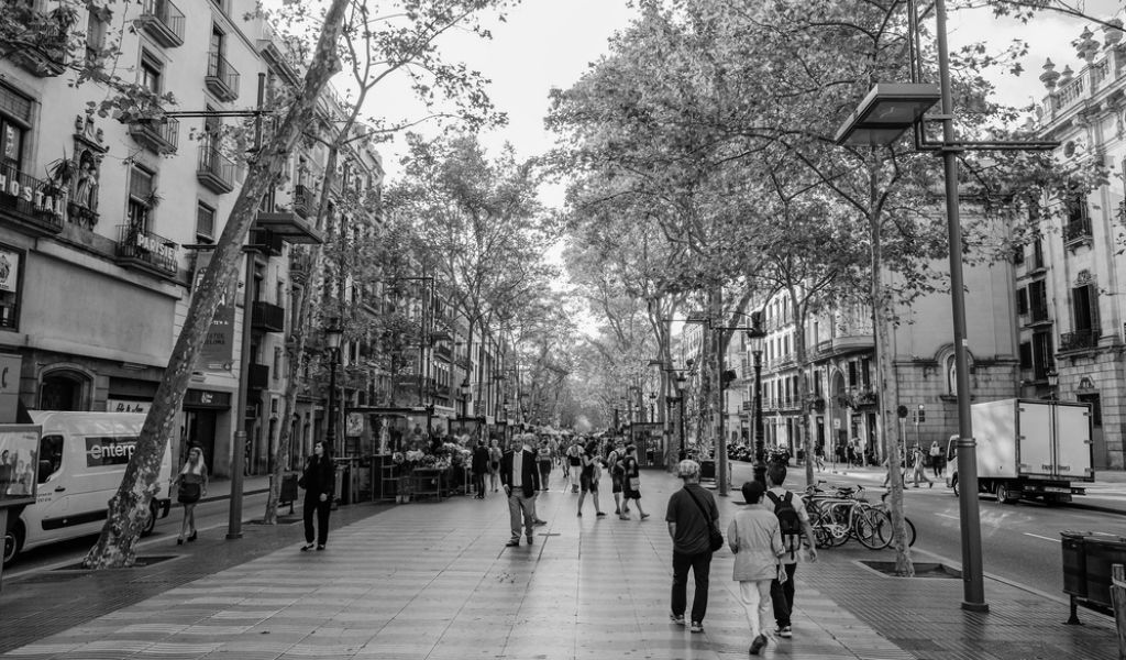 """No tengo miedo"" gritan en España tras atentado terrorista"