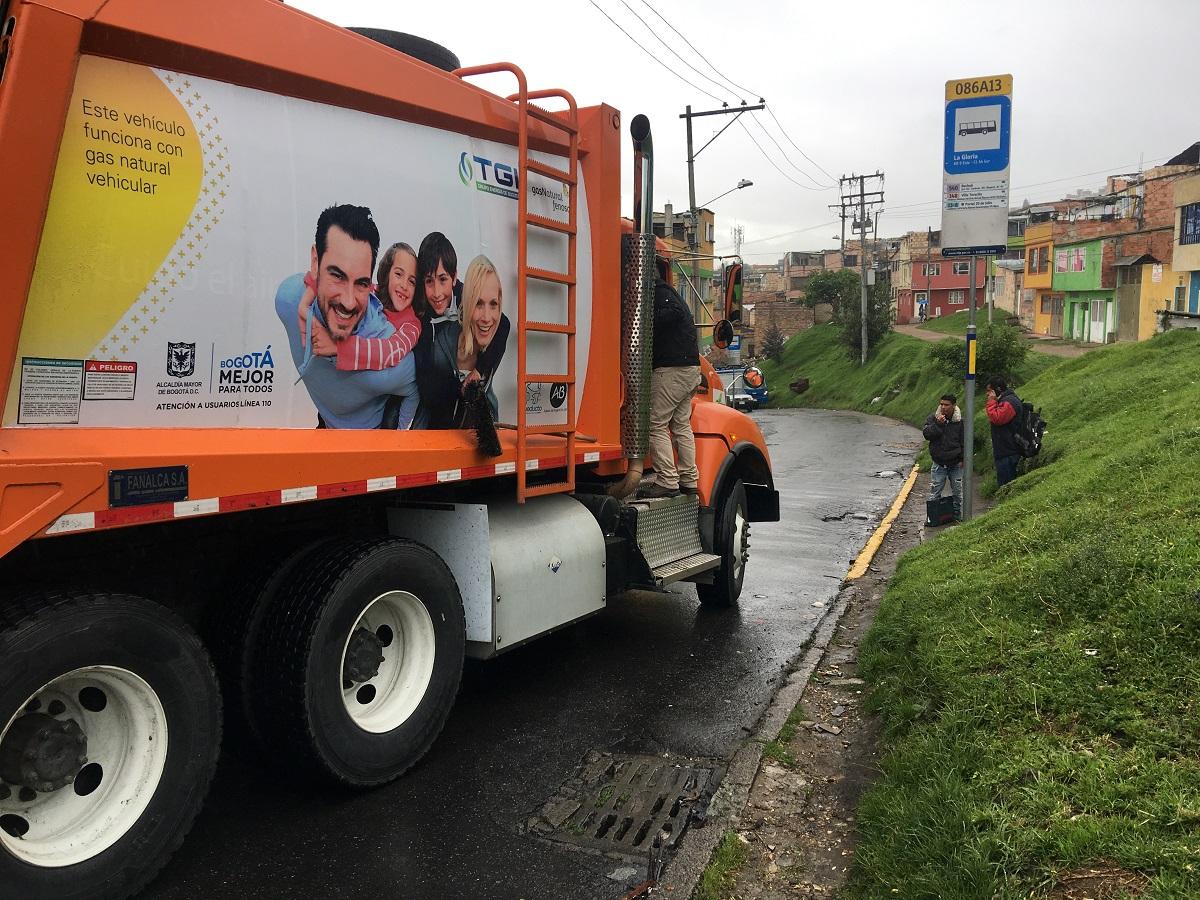 Camión que funciona con GNV optimiza recolección de residuos en Bogotá