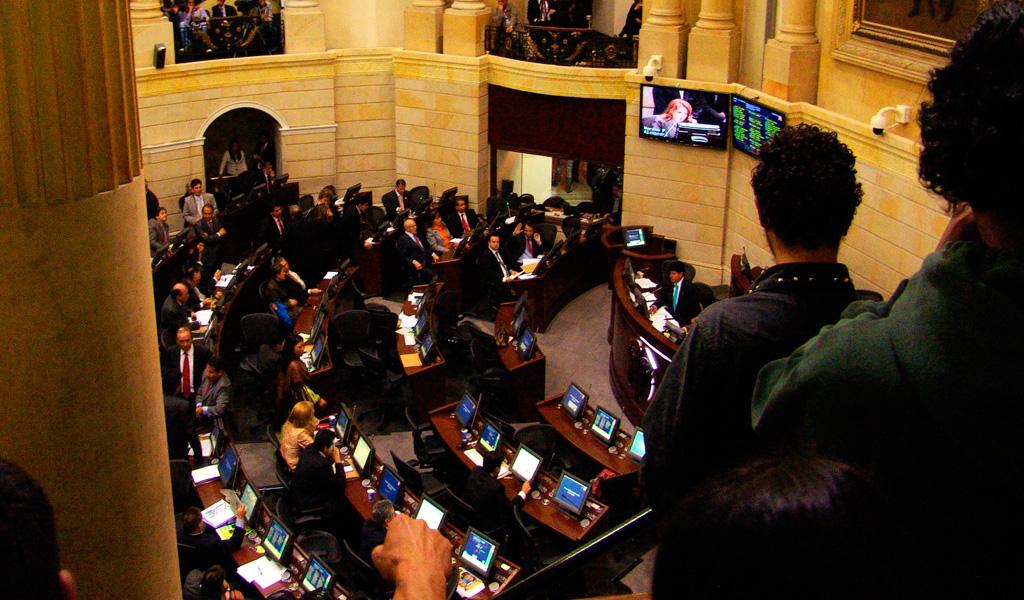 Pelea en el Congreso durante votación de reforma política