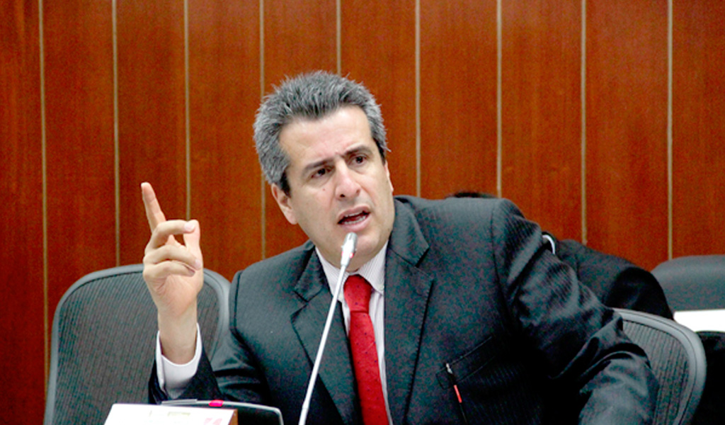 wikipedia.com / Luis Fernando Velasco precandidato presidencial
