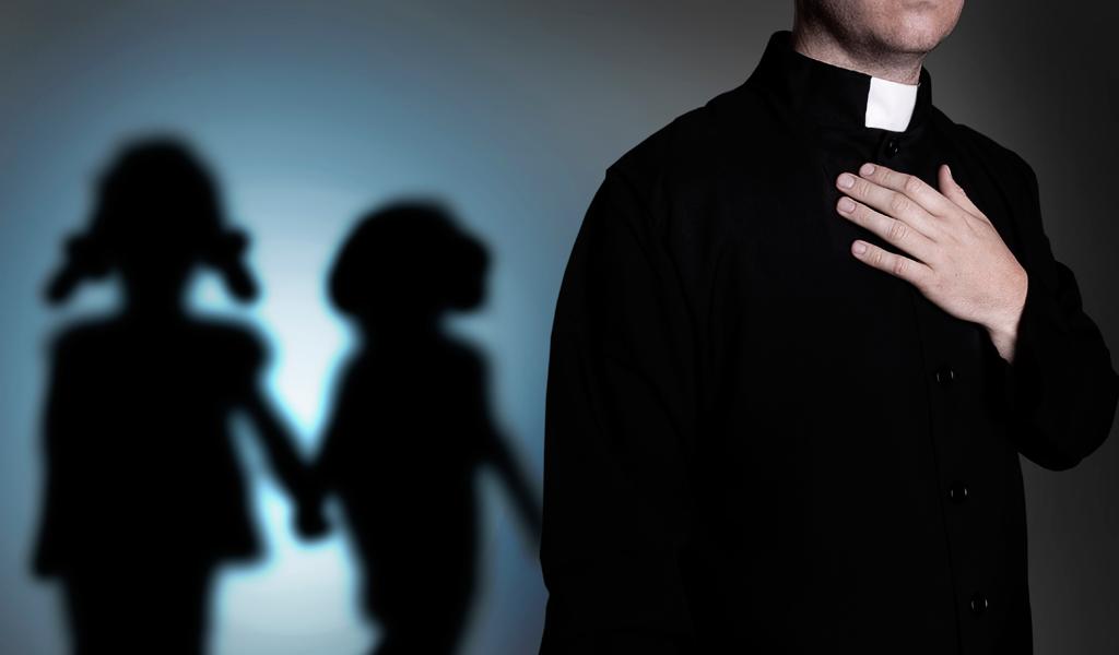 Foto: Shutterstock/ Denuncia a sacerdote chileno por abuso sexual
