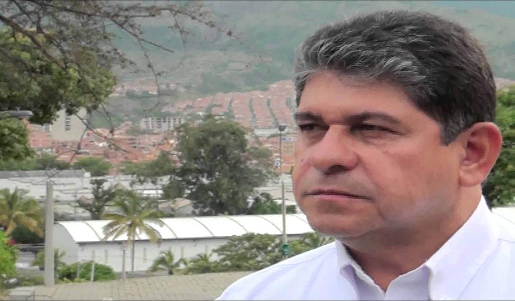 César Suárez Mira se reintegra como alcalde de Bello