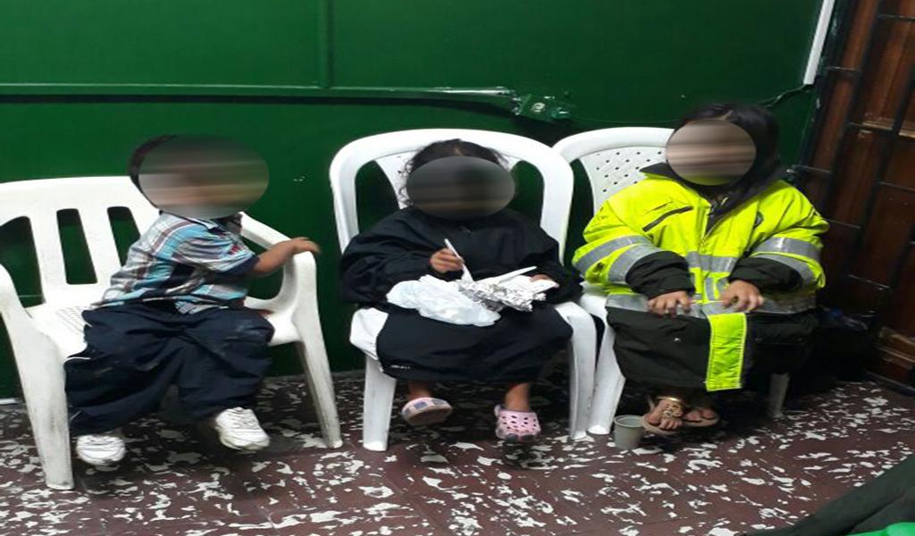 Tres niños fueron hallados abandonados en Copacabana