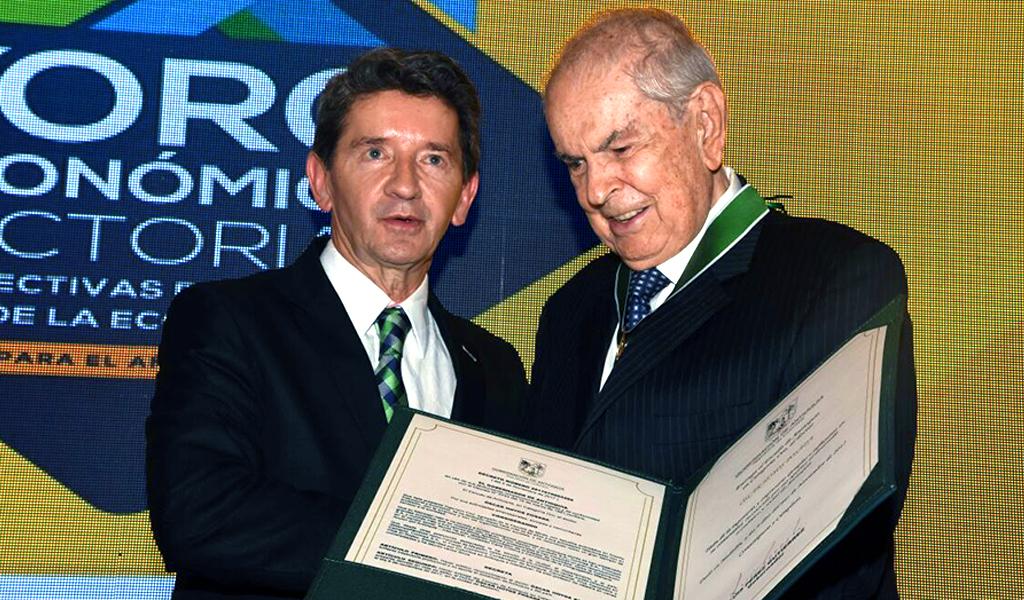 Óscar Hoyos, más que un hombre de la construcción