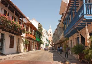 Extranjera se cayó por culpa de un hueco en Cartagena