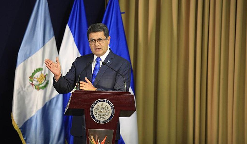 Presidente de Honduras contra la pared por el 'Chapo'