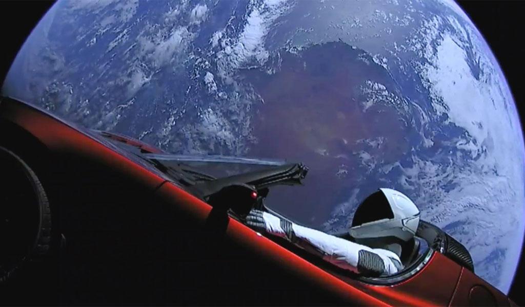 ¿Cuál es el primer carro en el espacio?