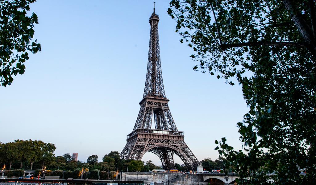 La Torre Eiffel no tiene siempre la misma altura