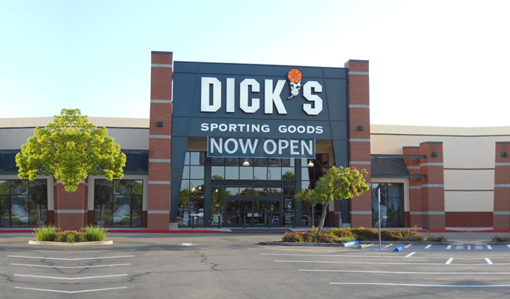 Dick's Sporting Goods suspende venta de fusiles de asalto