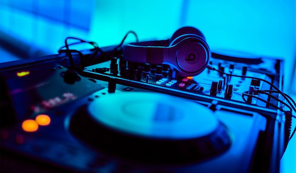 DJ policía