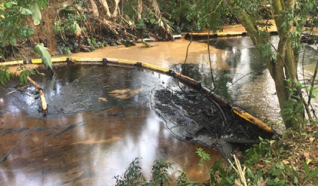 Derrame de crudo tiene en emergencia a Barrancabermeja