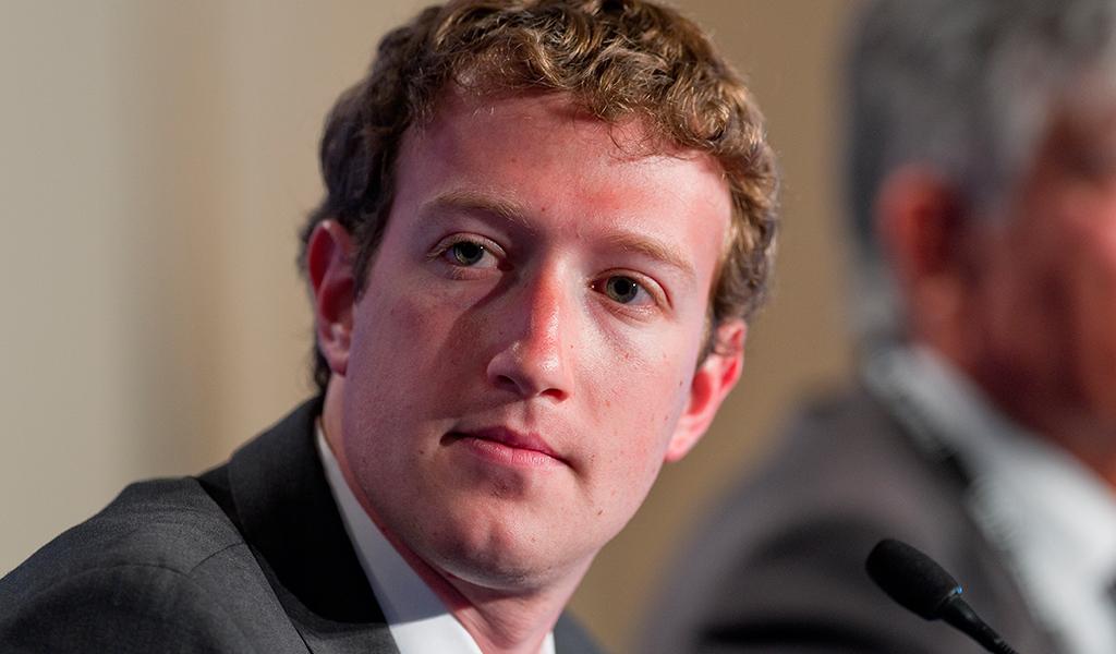 Zuckerberg rompe el silencio sobre robo de datos de Facebook