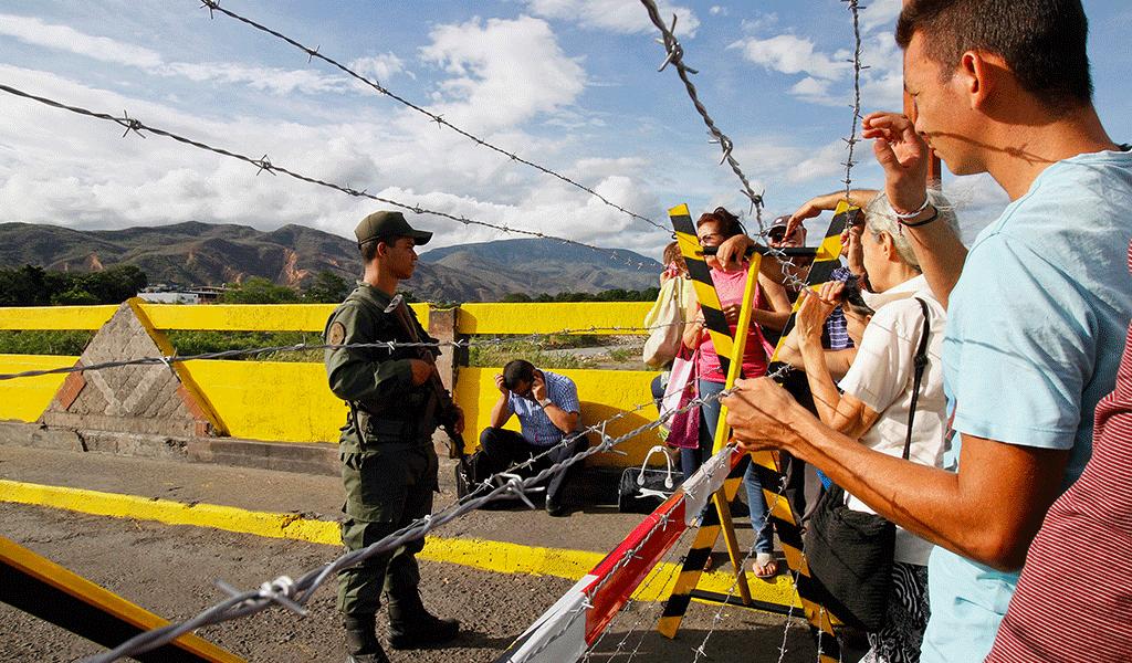 """Maduro denuncia a Santos y un """"enfrentamiento bélico"""""""