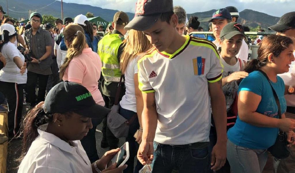 Venezolanos llegan a Colombia por jornada electoral en su país