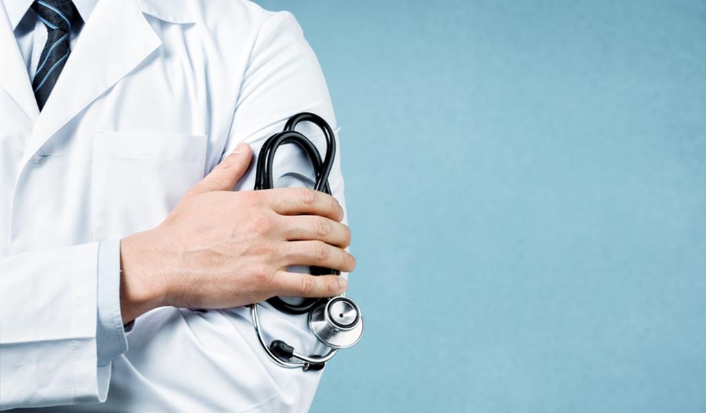 Médico tiene 76 denuncias por presunto abuso sexual