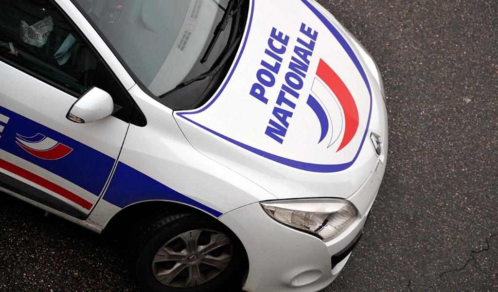 Hombre con cuchillo atacó a varias personas en París