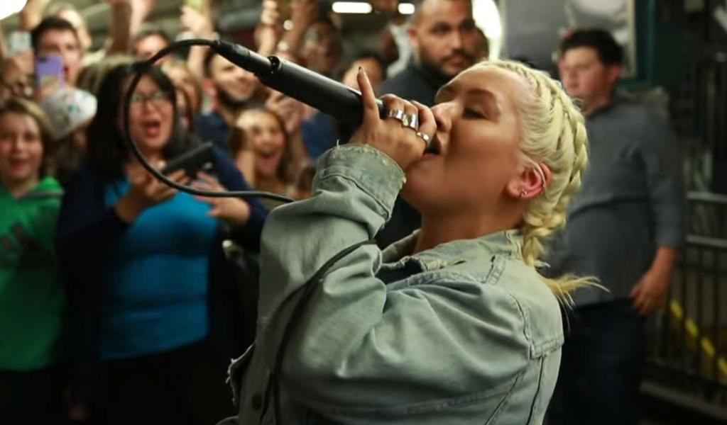 Christina Aguilera sorprende en el metro de Nueva York