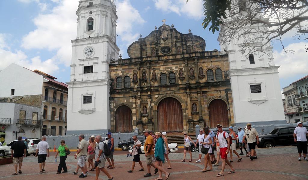 ¿Por qué Panamá recibe tantos turistas?