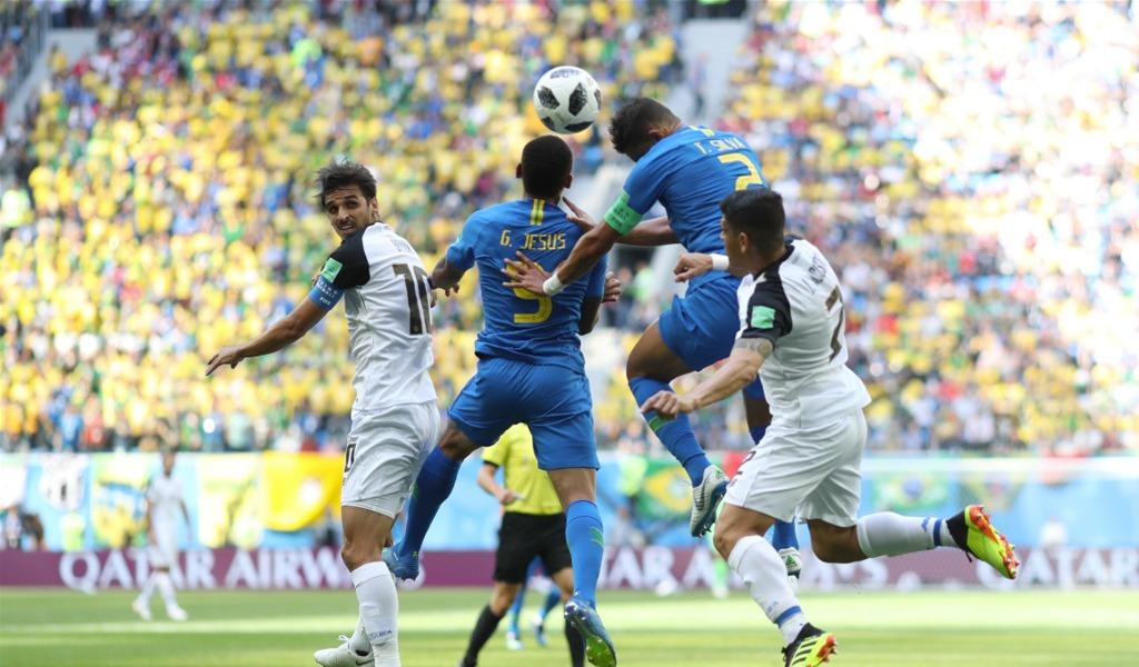 Neymar y Coutinho salvan a Brasil
