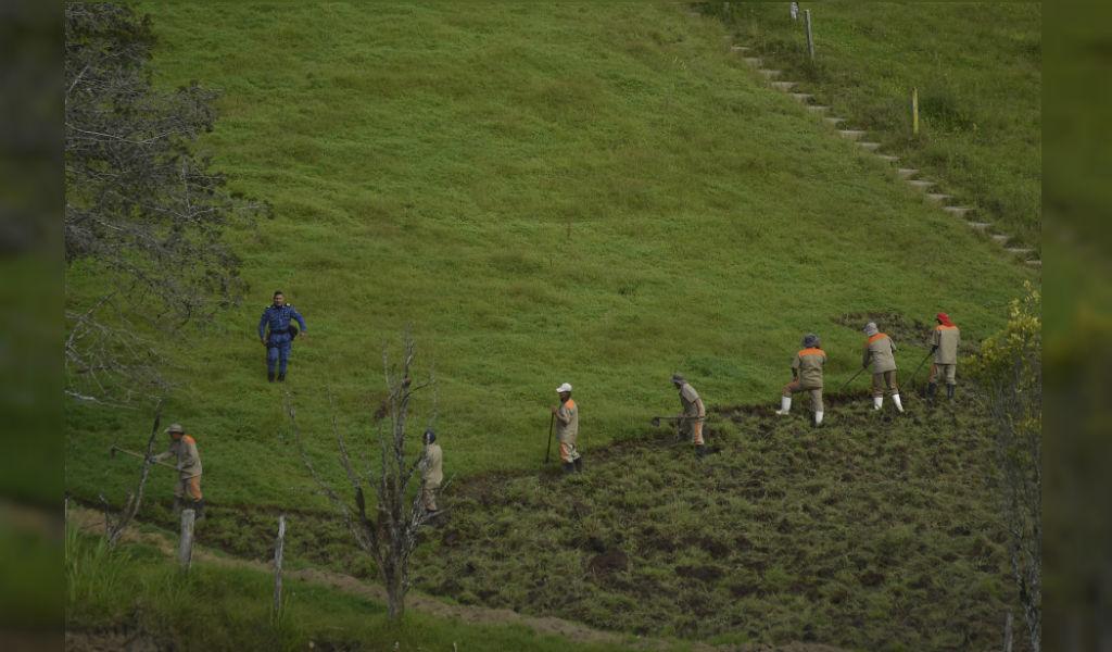 Santos visita cárcel en la que presos trabajarán la tierra