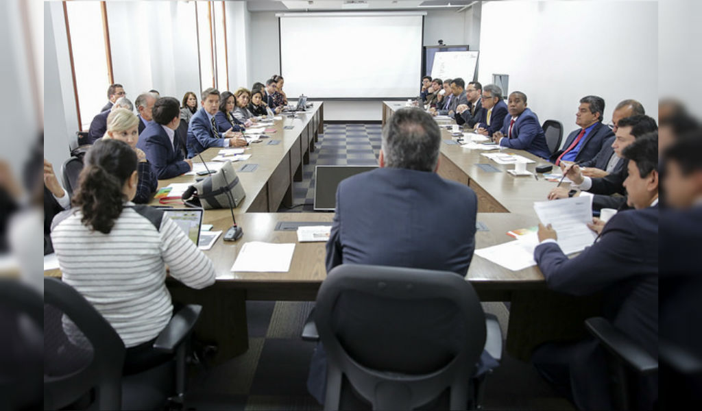 Gobernadores cerca de acordar impuesto a licores