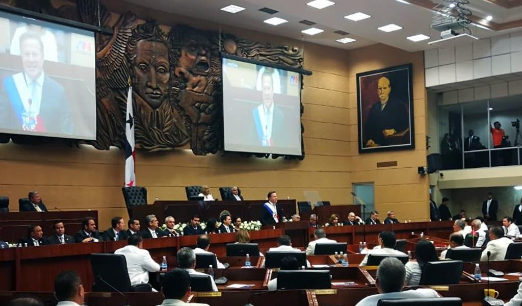 Varela retoma proyecto de reforma constitucional