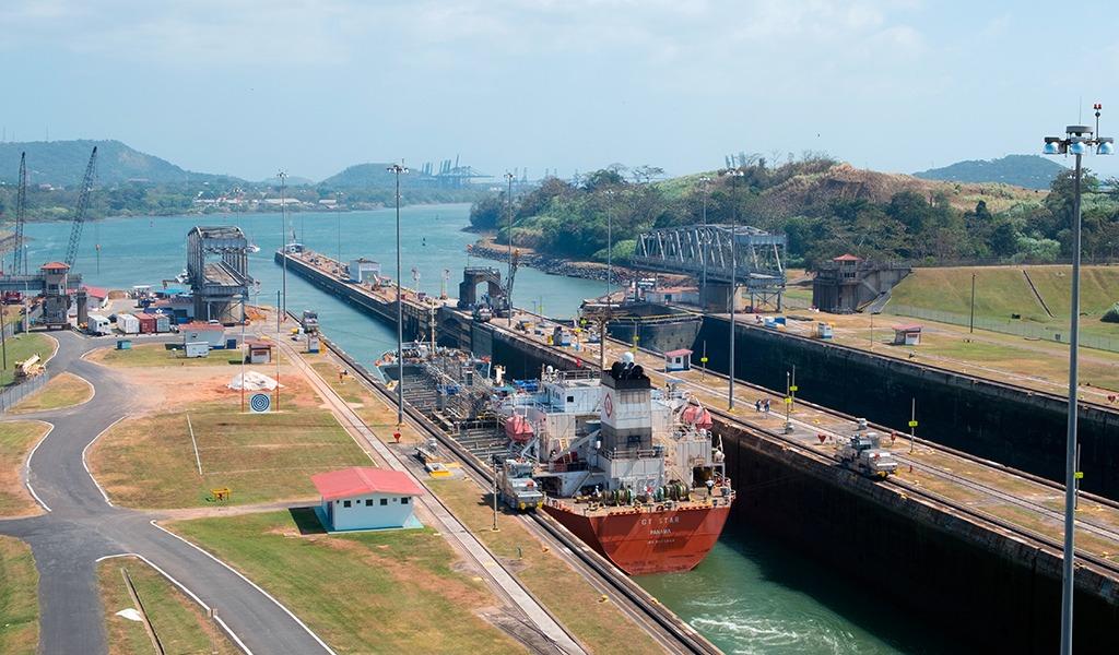 Calificación del Canal de Panamá pasó de estable a positiva