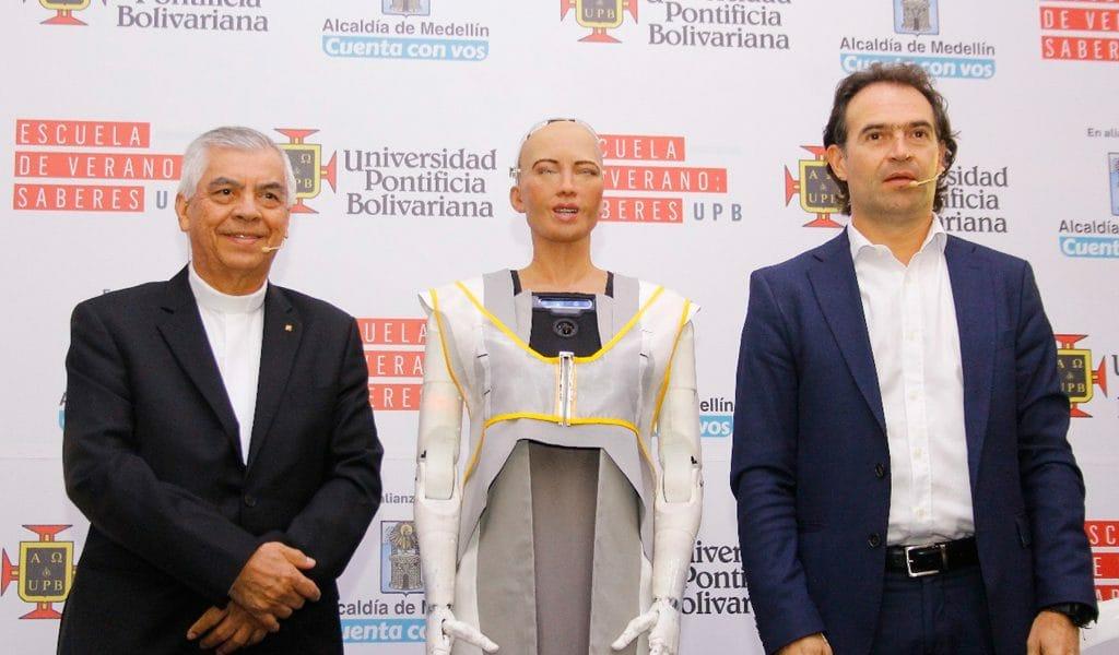 Sophia, la robot, visita por primera vez a Colombia