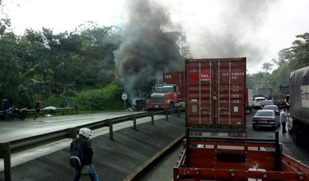 Incineran camiones en la vía Cali – Buenaventura