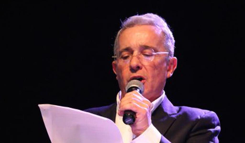 Macías ya tiene carta de renuncia de Uribe