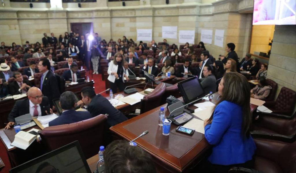 Se aplaza plenaria para discutir la renuncia de Uribe