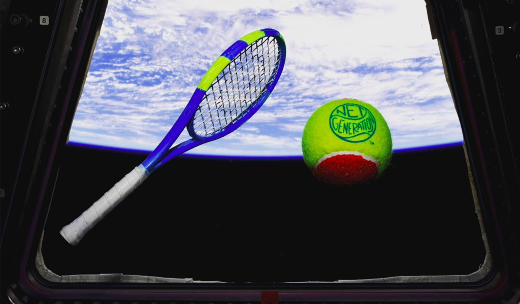 El primer partido de tenis en el espacio