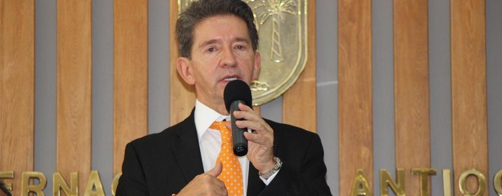 Gobernador entrega la Barraca Militar en Antioquia