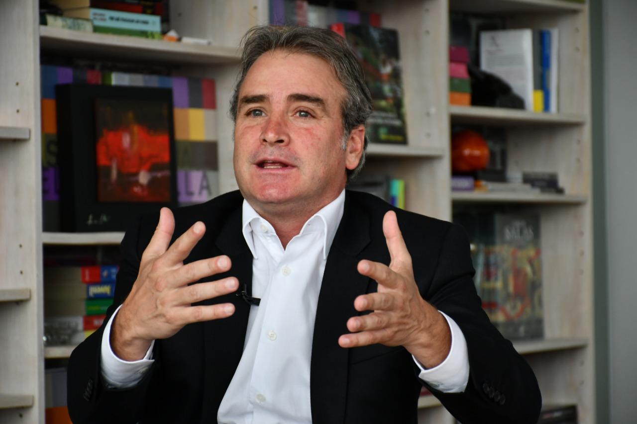 SIC formula pliego de cargos a Luis Carlos Sarmiento