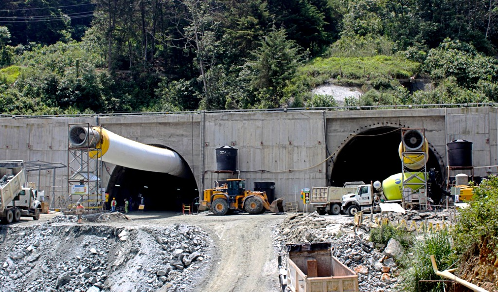 A buen ritmo avanza construcción del Túnel de Oriente