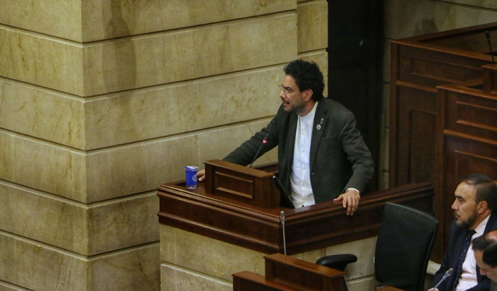 Fuerte debate entre Iván Cepeda y el Centro Democrático