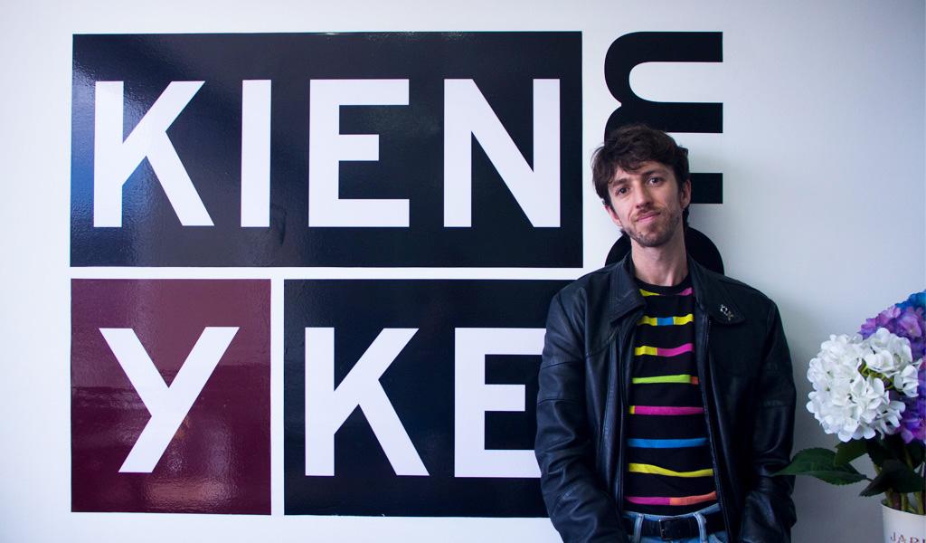 Esteman, un artista que pinta con todos los colores