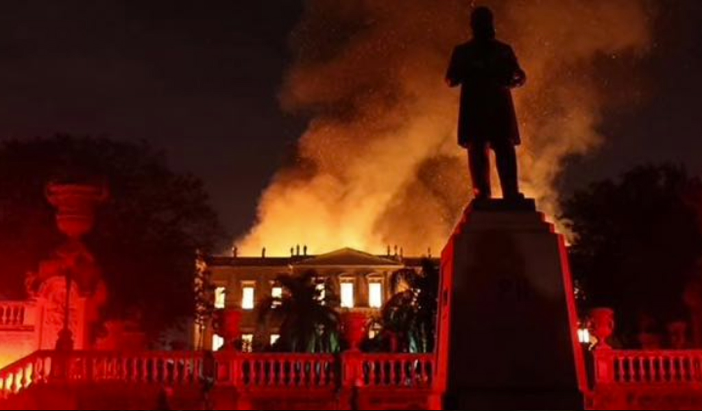 Un gran incendio consumió el Museo Nacional de Brasil