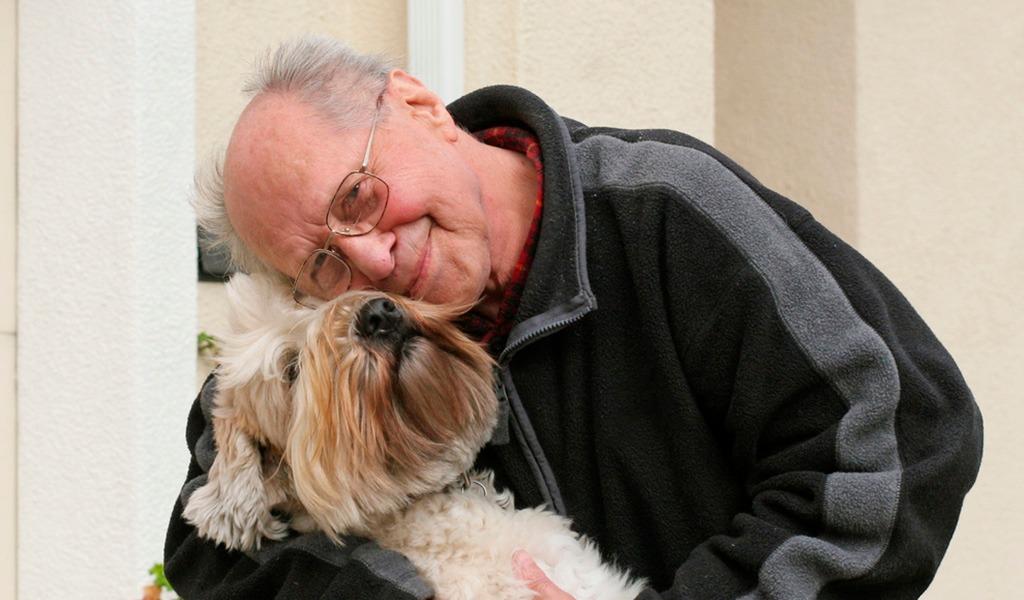 Las mascotas aportan a la calidad de vida de los adultos mayores